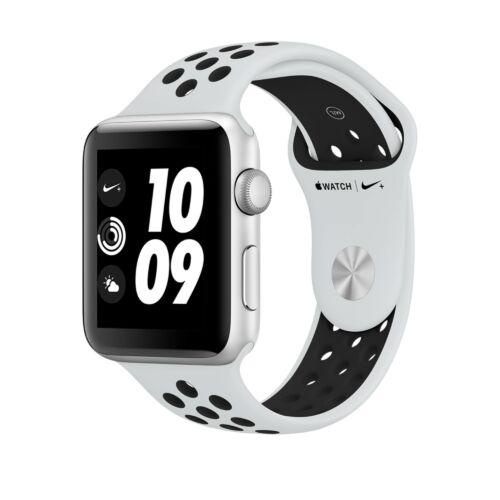 Apple Watch Series 3 - 42 mm-es, ezüstszürke alumíniumtok platinaszín–fekete Nike sportszíjjal